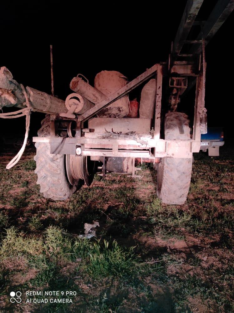 یک دستگاه تراکتور حفاری غیر مجاز در شهرستان مرودشت  بخش کامفیروز شمالی توقیف گردید .